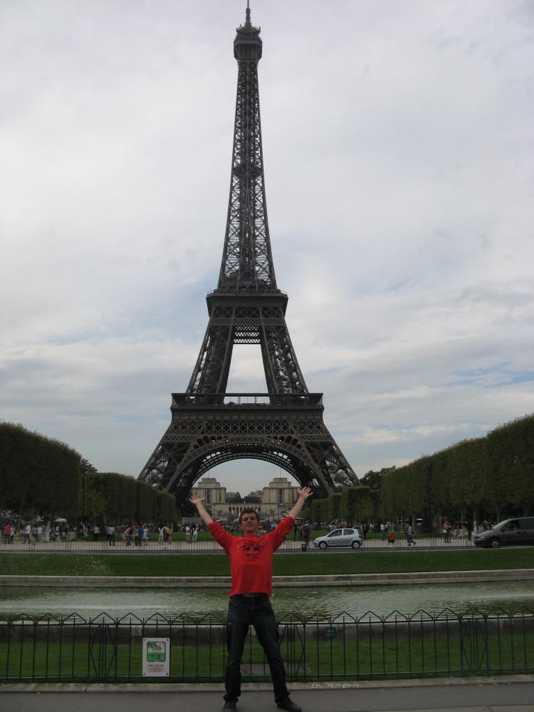 Olek podniósł wieżę Eiffla