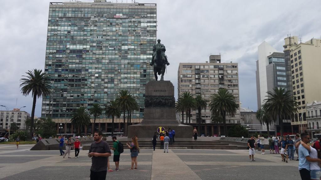 Montevideo. Plac Niepodległości i pomnik Artigasa.